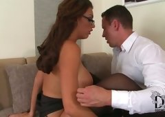Busty brunette in sexy stockings acquires her pussy eaten and also gives blowjob