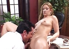 Lucky boss receive a headjob from his latina secretary